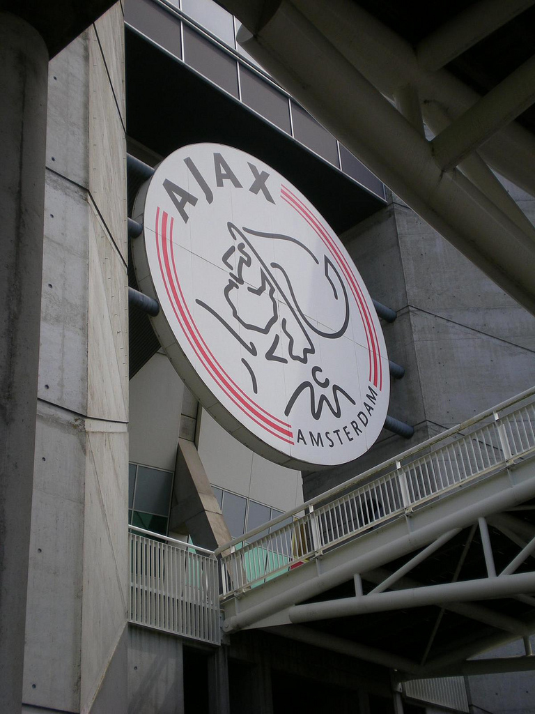 Ajax ziet koers stijgen, meer geld op de loer