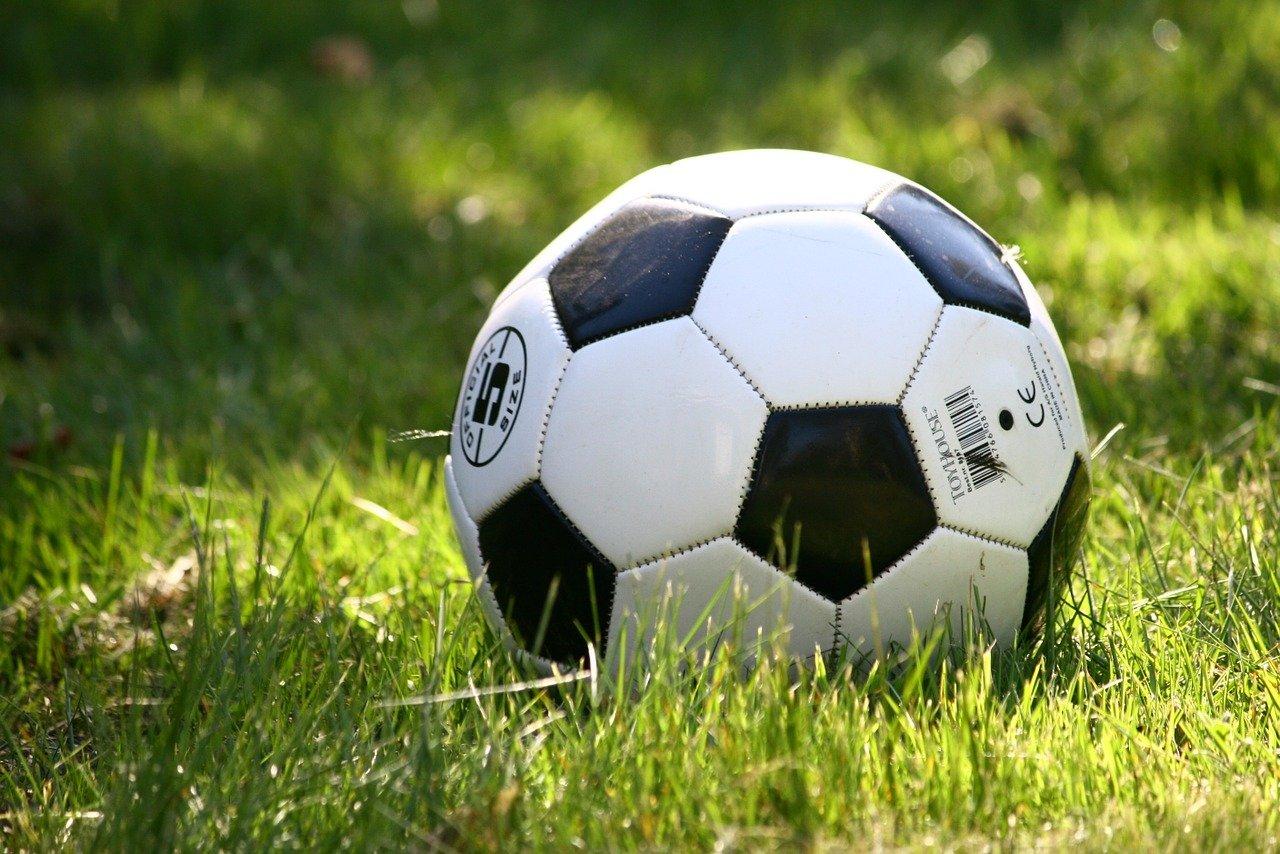 Ajax voetbalt door in Europa, PSV ongelukkig in eigen huis
