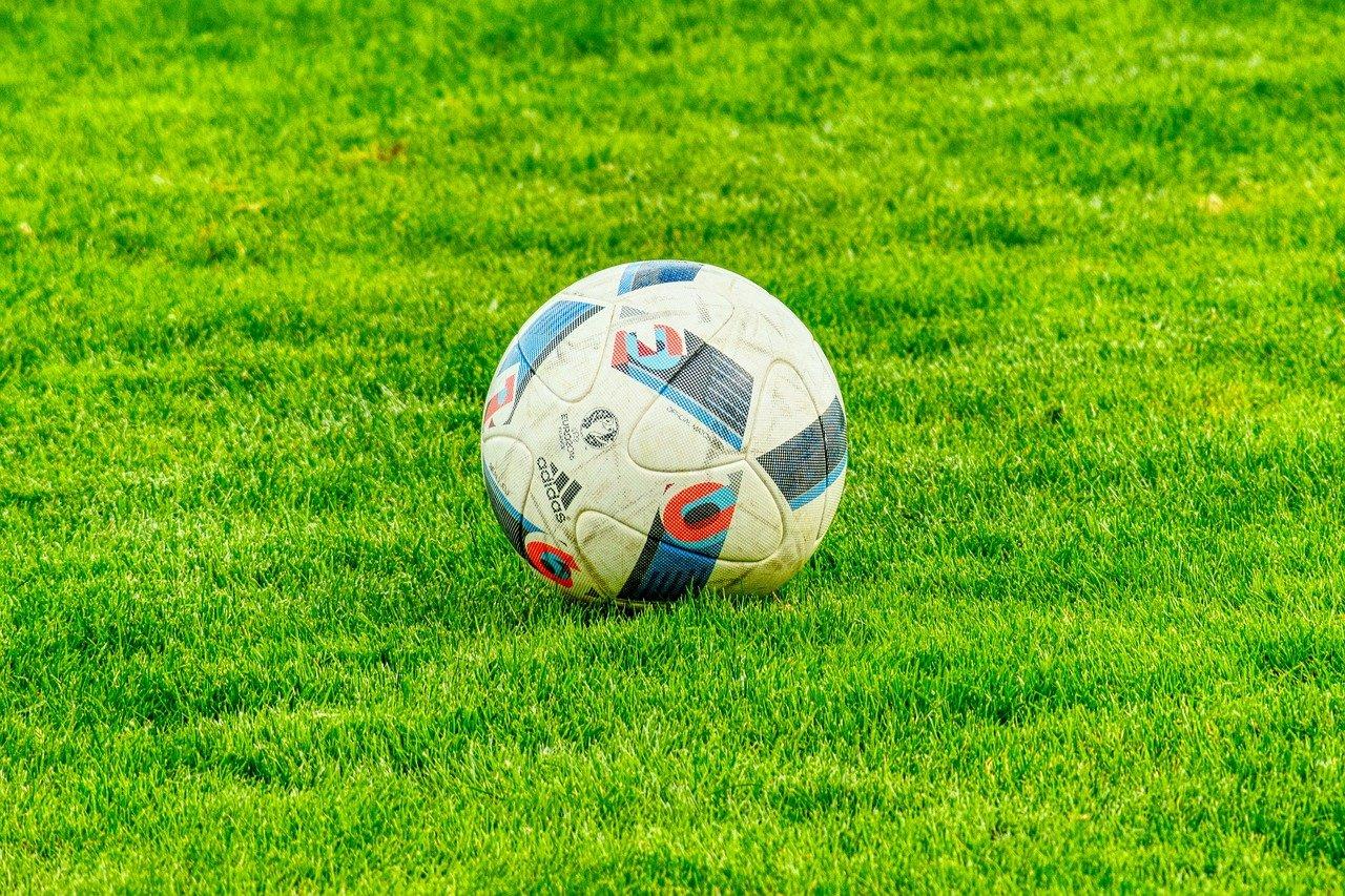 Vrouwenvoetbal doet 'volgende stap in professionalisering'.