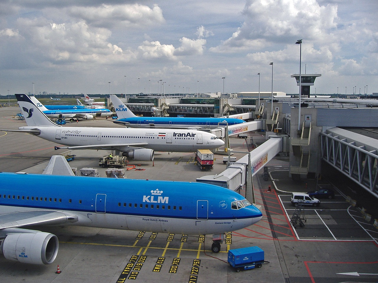 Proef met contactloos parkeerkosten betalen met QR-code in Schiphol