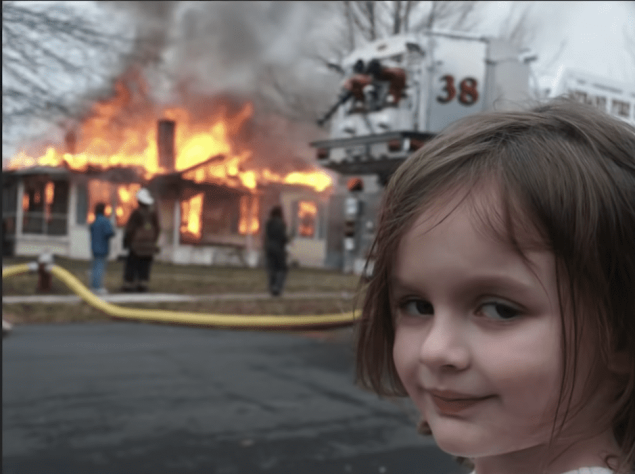 'Disaster Girl' dat voor brandend huis poseerde verdient vier ton aan meme