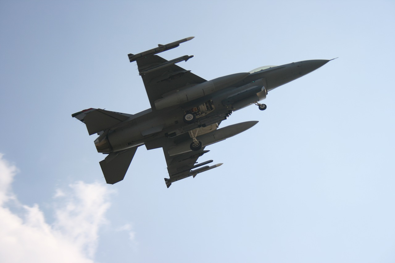 Israël voert luchtaanval uit nadat Syrische raket bij kerncentrale landt.