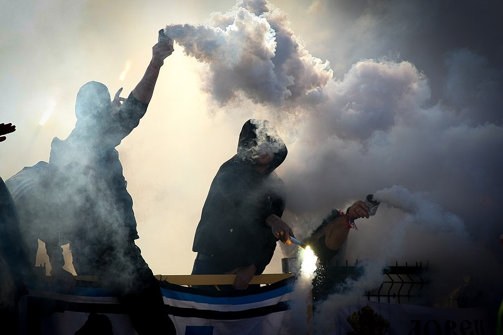 Politie stopt illegaal feest met 250 mensen in Deventer