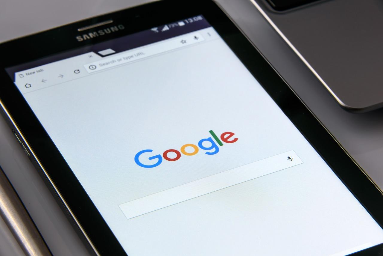 Toezichthouder adviseert het ministerie en scholen gebruik Google-diensten te vermijden