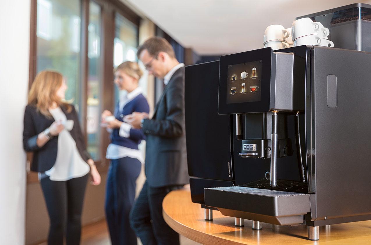 Koffie zetten op het kantoor: wel of niet voor een volautomatische koffiemachine kiezen?